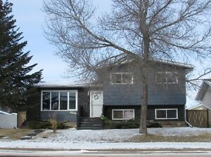 Very well maintained 4-level split, 26x28 G, in Camrose