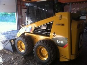 New condition!! Only 100 hours!! 226b3 skid steer loader