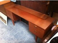 1970 kneehole sideboard / desk