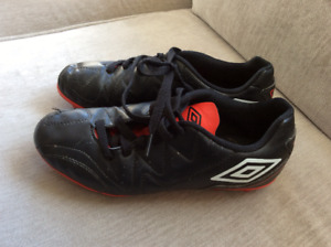 Youth Soccer Cleats Size 3. Great condition used 1 season