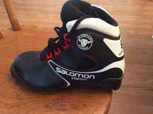 Youth cross country ski boots size US 3.5