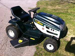 Yardworks riding lawn tractor
