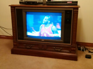 Absolutely beautiful late '80s RCA CRT 26 - 27 inch TV!