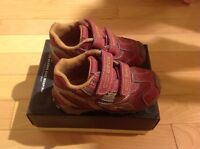 Toddler GEOX shoes - size 6.5/EUR 22