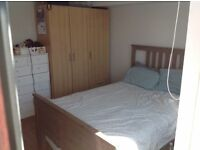 Double bedroom in centre of Kingston