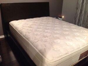 Dark brown wood  queen Bed + queen Bed mattress