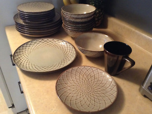 Pier One Set of 8 dishes