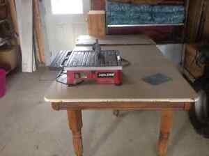 Skilsaw wet and dry tile cutter with hydrolock