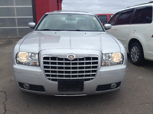 2009 Chrysler 300 Touring LOADED W/ CHROME PACKAGE