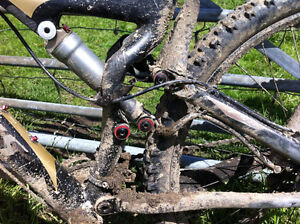 Wanted: Looking For Broken High Quality Mountain/Downhill Bicycl London Ontario image 4