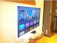 "32"" HD LCD TV w/ BUILT IN DVD PLAYER + APPLE TV"
