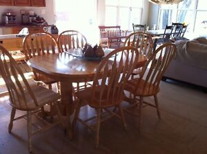 Double pedestal table with 6 chairs