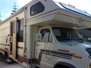 1988 Ford Royal Classic 28' Motorhome