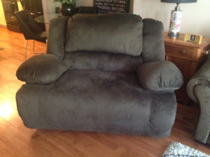 """Reclining """"Chair and a Half"""""""