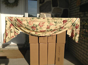 BEAUTIFUL FLORAL VALANCE.....EXCELLENT CONDITION!