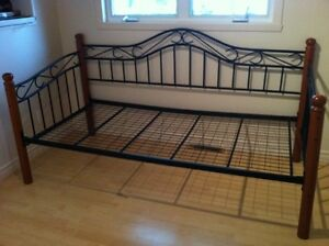 Bed frame/couch frame