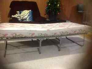 Single bed folding metal frame and used mattress
