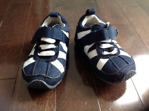 ROOTS INFANT BOY SNEAKERS - SIZE 4