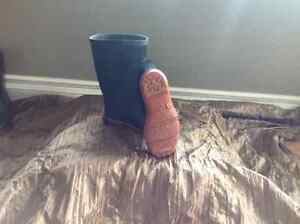 Rubber boots sizes 11-1 Cornwall Ontario image 2