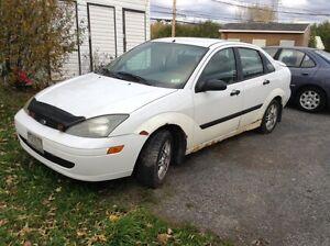 Ford Focus 2003 besoin de réparation.
