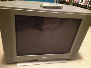 Sanyo 52cm CRT television - with slight colour issue...