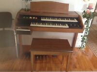 HAMMOND Organ with Rythm Box/Orgue Hammond $180.00