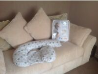 """Dream genii"" Maternity support and feeding pillow"