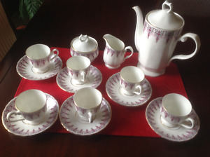 Tea set in bone china