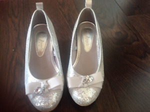 Girl shoes, size 6.