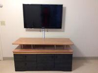 5 articles pour 350$ TV, meuble vidėo, fauteuil, patėre, armoire