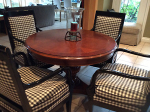 Beautiful Wood Round Dining Table & Chairs