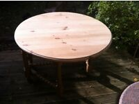 Lovely solid pine dining/ kitchen table