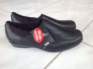 BRAND NEW $29 shoes--size 7--for $5