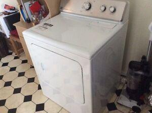 Électroménager laveuse sécheuse cuisinière réfrigérateur