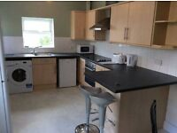 2 bedrooms available in 5 bedroom house