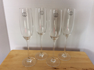 Set of 4 Break Resistant Champagne Flutes