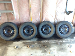 215/65R16 Nokian Winter tires and rims