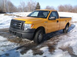 2010 ford F150 4x4, comes with plow. New Inspection.