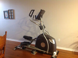 XE295 SPIRIT FITNESS ELLIPTICAL-in EXCELLENT CONDITION!