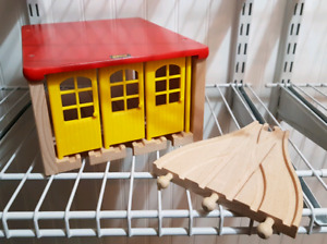 Brio Wooden Fix-it Shed & 3-Way Switch Track 2pc Set #33328