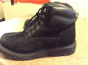 black size 8.5 work boots like new