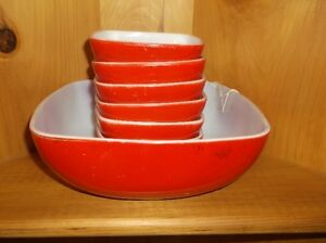 RED PYREX BOWL SET
