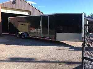 Leg and 4 bed enclosed trailer