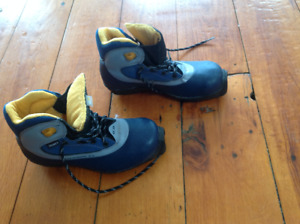 cross country ski boots size 4