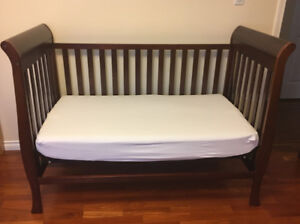 Crib/daybed/ with mattress and mattress cover