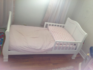 white solid wood bed for girls