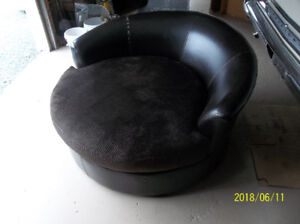 Round chair/loveseat