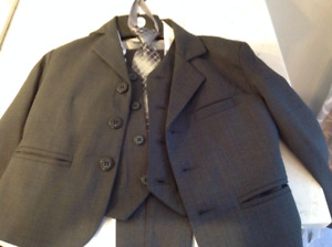Boys 4T 5 Piece Gray Suit with Shirt (brand new)
