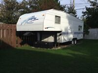 For sale 2000 yr fifth wheel prowler