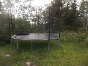 trampoline 12 feet in good condition